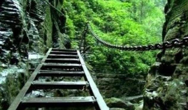 坐龙峡景区